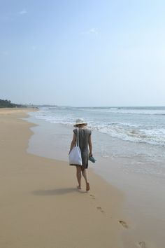Sri Lanka, Bentota, a walk on the beach.