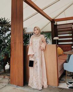 Abaya Fashion, Fashion Dresses, Women's Fashion, Modest Fashion, Dress Brokat, Kebaya Brokat, Muslimah Wedding Dress, Dress Wedding, Muslim Gown