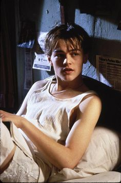Still of Leonardo DiCaprio in The Basketball Diaries (1995) http://www.movpins.com/dHQwMTEyNDYx/the-basketball-diaries-(1995)/still-2566947840