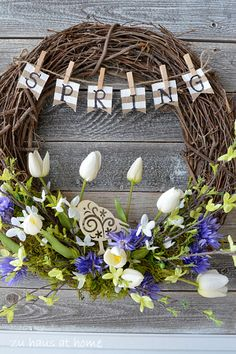 Great Ideas -- 18 Spring DIY Projects! Beautiful spring wreath.