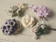 Silk Flowers, Fabric Flowers, Handmade Flowers, Corsage, Floral Wreath, Projects To Try, Brooch, Bows, Diy Crafts