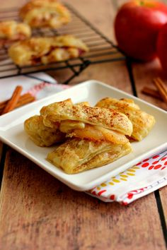 Easy Apple Pie Croissants | www.pumpkinnspice.com