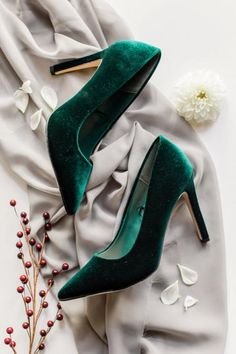 Modern Christmas Wedding Inspiration - Green Velvet shoes offer the perfect Christmas twist! Christmas Wedding Themes, Modern Christmas, Christmas Tables, Nordic Christmas, Christmas Christmas, Wedding Decorations, Cute Shoes, Me Too Shoes, Crazy Shoes