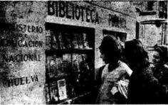 1962 servicio de biblioteca móvil en localidades de la provincia de Huelva. El bibliobús ofertaba sus libros en la Plaza de las Monjas, en horario de 7 a 10 de la noche.