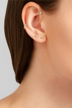 Diamonds, total weight: 0.02-carats Screw fastening for pierced ears…