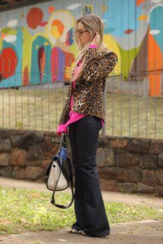 look-da-onca-sants-camisa-pink-camisaria-de-algodao-sants-calca-flare-preta-sants-bolsa-trapeza-azul