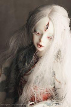 What Is a Ball Jointed Doll Third eye dolly Ball Jointed Dolls, Dolly Doll, Enchanted Doll, Arte Horror, Creepy Dolls, Doll Repaint, Custom Dolls, Ooak Dolls, Doll Face