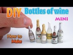 How to make mini bottles of wine. No Polymer Clay mini bottles of wine for Barbie baby. Dollhouse Miniature Tutorials, Miniature Crafts, Diy Dollhouse, Miniature Kitchen, Dollhouse Miniatures, Mini Champagne Bottles, Mini Wine Bottles, Champagne Label, Fimo Tutorial