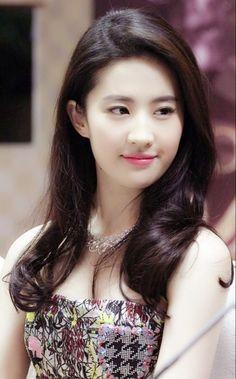 Crystal - Liu Yi Fei has members. This group is for Crystal Liu Yi Fei Fans. Pretty Asian Girl, Beautiful Chinese Girl, Beautiful Girl Image, Most Beautiful Indian Actress, Beautiful Asian Women, Sexy Asian Girls, Ideal Beauty, Asian Beauty, Beautiful Girl Wallpaper