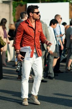 White jeans with neutral sand color with color pop.