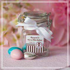 Dilediğiniz renkte enfes badem şekerleri minicik, vakum kapaklı bir cam kavanozda! Sadece Tijubiju.com'da!