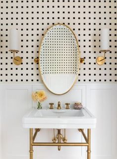 Cheap Home Decor 28 Genius Ideas That Will Turn Your Bathroom Into a Chic Oasis.Cheap Home Decor 28 Genius Ideas That Will Turn Your Bathroom Into a Chic Oasis Residential Interior Design, Bathroom Interior Design, Home Interior, Interior Design Wallpaper, Washroom Design, Residential Lighting, Toilet Design, Interior Colors, Designer Wallpaper