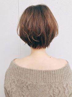 カジュアルでも女性らしい ひし形ショートボブ|原宿の美容室 ガーデンハラジュク(GARDEN harajuku)スタイリスト 高橋 苗(タカハシ ナエ)のヘアスタイル・髪型・ヘアカタログ|LALA[ララ] My Hairstyle, Cute Hairstyles, Korean Short Hair, Short Hair Styles, Hair Color, Bob, Hair Beauty, Turtle Neck, People