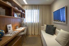 The consummate study/guest room. Apartamento Pontal Recreio - www.giseletaranto.com