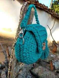 Crochet Bag Pattern Design Ideas for This Summer - Page 45 of 55 - Beauty Crochet Patterns! Crochet Round, Cute Crochet, Beautiful Crochet, Crochet Crafts, Crochet Baby, Crochet Projects, Knit Crochet, Crochet Clutch, Crochet Handbags