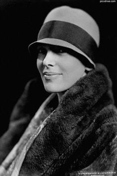 Amelia Earhart - The Feminist eZine Amelia Earhart Picture, Amelie, Great Women, Beautiful Women, Simply Beautiful, Divas, Kansas, Harlem Renaissance, Portraits