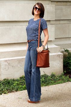 I love this bag! Work Fashion, Spring Fashion, T Shirt And Jeans, Tee Shirt, Wide Leg Jeans, What I Wore, How To Look Pretty, Shirt Outfit, Bell Bottom Jeans