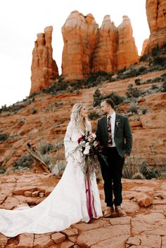 Bridal Portraits at Cathedral Rock in Sedona, Arizona. Bride wearing a beautiful boho Rue De Seine dress and holding bouquet by Jane in the Woods. Photography by the Shepards Photo. Sedona Wedding, Arizona Wedding, Elope Wedding, Wedding Pictures, 1920s Wedding, Wedding Ideas, Wedding Details, Grand Canyon Wedding, Dream Wedding