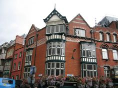 Beautiful buildings & bouquets in Dublin