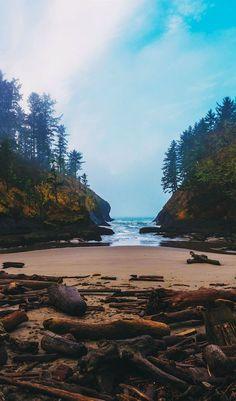 Dead Man's Cove Beach at Cape Disappointment in Ilwaco, Washington