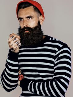 Models mit Vollbart: Bart, aber herzlich These models wear full beard and lots of tattoos – and are therefore incredibly hot Ricki Hall, Beard Model, Great Beards, Full Beard, Boys Life, Body Poses, Glamour, Beard Care, Models