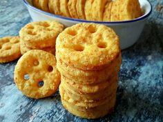 Sósan is mosolygósan: lyukas sajtos kréker - Mom With Five Muffin, Mom, Breakfast, Morning Coffee, Muffins, Cupcake, Mothers, Morning Breakfast, Cupcakes