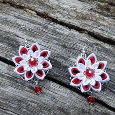 Boucles d'oreilles  fleurs kanzashi satin rouge, blanc