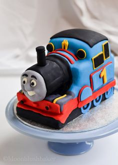 Modelling muddle /-/ How to make a fondant Thomas cake with carriages plus templates | The moonblush Baker