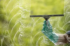 Window Cleaning Solution    The best mixture for cleaning windows is 1/2 cup of ammonia, 1 cup of white vinegar, and 2 tablespoons of cornstarch in a bucket of warm water.