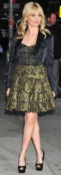 Who made Sarah Michelle Gellar's jewelry, black pumps, and gold and black bustier dress that she wore in New York on February 6, 2012? Dress – Haute Hippie  Earrings – Meus Designs  Shoes – Brian Atwood  Ring – J/Hadley