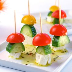 These mini caprese are the perfect healthy food alternative for your reception!