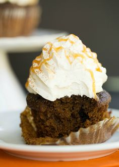 Spice Latte Cupcakes - A recipe inspired by Starbucks' popular fall drink.Pumpkin Spice Latte Cupcakes - A recipe inspired by Starbucks' popular fall drink. Fall Dessert Recipes, Fall Desserts, Cupcake Recipes, Fall Recipes, Yummy Recipes, Recipies, Fun Cupcakes, Cupcake Cakes, Pumpkin Cupcakes
