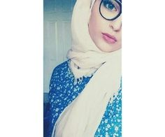 Find images and videos about camera, hijab and حجاب on We Heart It - the app to get lost in what you love. Beautiful Girl Photo, Cute Girl Photo, Beautiful Hijab, Hijabi Girl, Girl Hijab, Hijab Outfit, Stylish Girls Photos, Stylish Girl Pic, Cute Girl Poses