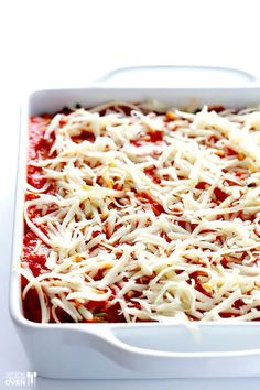 This Spinach Lasagna recipe is quick and easy to prep and SO delicious! Classic Lasagna Recipe, Easy Lasagna Recipe, Easy Vegetarian Lasagna, Vegetarian Entrees, Marinara Recipe, Homemade Marinara, Pasta Recipes, Dinner Recipes, Cooking Recipes