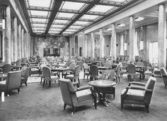 The First Class Grand Salon (Lounge) of the Liberté (Liberte), flagship of Compagnie Générale Transatlantique, more commonly known as The French Line. 1950.