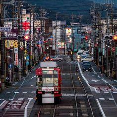 路面電車 . 全国見てみても各県に数カ所敷設された市があります . モータリゼーションから廃止路線も多々ありますが近年環境問題から見直されてもいるそうです . パンタグラフの電線がこうしてみてみると街のアクセントに 賑やかな雰囲気 . 昔広島で路面電車に乗ったら愛知にあるものがそのまま譲られたみたいで運転席に愛知の名残があったとおり今でも全国各地で交流があるみたいですね_ . location:愛知県 #豊橋市 . #team_jp_ #icu_japan  #ig_cameras_united #team_jp_西 #ig_bd #ig_japan #japanfocus #Lovers_Nippon #ig_nihon #ig_cameras_united #wow_nihon #ptk_japan #na_natures_art #jp_views2nd #BNS_JAPAN #loves_landscape #bns_features #webstagram #bestnatureshot #exclusive_shotz #tokyocameraclub…