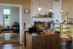 Espoon Leppävaarasta, satavuotiaasta Villa Ylänne nimisestä hirsihuvilasta, löytyy tämä ihana lounaskahvila Peroba Cafe.