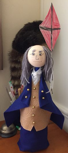 Benjamin Franklin bottle buddy! Book Report Projects, Class Projects, Science Projects, School Projects, Projects For Kids, Benjamin Franklin Biography, Bottle Buddy, Franklin Books, Water Bottle Crafts