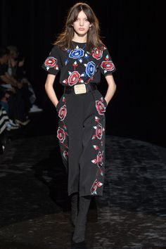 See the complete Emanuel Ungaro Fall 2016 Ready-to-Wear collection.