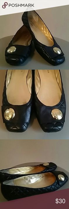 ANNE KLEIN BLACK IFLEX BALLET SHOES SIZE 9 THESE STYLISH ANNE KLEIN IFLEX BALLET FLATS HAVE LEATHER UPPERS AND MAN MADE SOLES. THE CLASSIC BLACK QUILTED LOOK IS ADORNED WITH THE AK LION LOGO AND BOW. Anne Klein Shoes Flats & Loafers