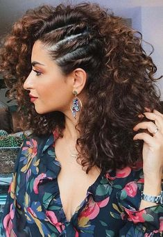 See here so many styling options of curly hairstyles for women that you may use to sport in You may use this best ever photo gallery of curly hairstyles nowadays. curly hairstyles Wonderful Ideas Of Curls for Women in Year 2018 Curly Hair Braids, Cute Curly Hairstyles, Girl Hairstyles, Curly Hair Braid Styles, Naturally Curly Hairstyles, Hairstyle For Curly Hair, Curly Hairstyles For Wedding, Curly Hair Styles Wedding, Short Curly Hairstyles