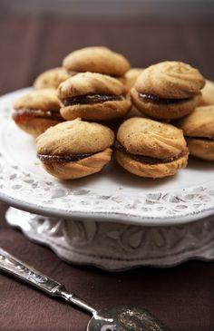 μπισκοτα σαμπλε γεμιστα Greek Pastries, Greek Recipes, Cookie Recipes, Biscuits, Recipies, Oven, Sweets, Cookies, Baking
