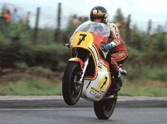 Barry sheen a true legend. Motorcycle Racers, Suzuki Motorcycle, Racing Motorcycles, Grand Prix, Old Bikes, Champions, Vintage Racing, Road Racing, Sport Bikes
