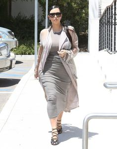 Kim Kardashian Photos Photos - Reality star sisters Kim, Kourtney and Khloe Kardashian film scenes for 'Keeping Up With The Kardashians' at Hugo's Restaurant in Ahoura Hills, California on July 24, 2015. Kim, who is currently pregnant with her second child, hid her growing baby bump under a tight grey dress. - The Kardashian Sisters Film in Agoura Hills