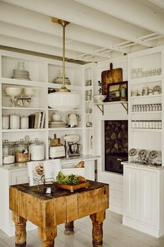 Interior Designer and Author, Liz Marie, share a quick sneak peak at a cozy little kitchen corner. Wait until you see the before and after! Modern Farmhouse Kitchens, Farmhouse Style Kitchen, Home Kitchens, Fresh Farmhouse, Dream Kitchens, Farm Style Kitchens, Rustic Kitchen, Antique Kitchen Decor, Farmhouse Sinks