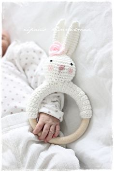 The cutest rattle ever! Crochet Bebe, Crochet Bunny, Knit Or Crochet, Crochet Animals, Crochet For Kids, Crochet Toys, Knitting For Kids, Baby Knitting, Baby Rattle