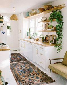 Lovely Bohemian Kitchen Decor for Cozy Kitchen Inspiration - Home decor cozy Bohemian Kitchen Decor, Home Decor Kitchen, Interior Design Kitchen, Home Kitchens, Kitchen Ideas, Country Kitchens, Hippie Kitchen, Bohemian Interior, Bohemian Decor