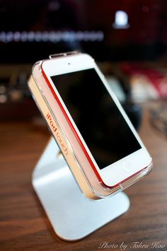 iPod Touch (RED) 5th Generation by Tohru にゃん, via Flickr