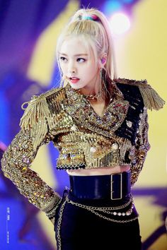 ITZY's Yuna show off her perfect figure - Sexy K-pop Kpop Girl Groups, Korean Girl Groups, Kpop Girls, Stage Outfits, Kpop Outfits, K Pop, Kpop Mode, Mma 2019, Perfect Figure