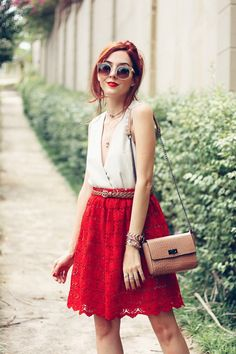 red lace skirt + nude acessories <3